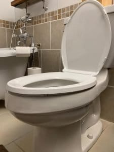 Elongated-vs-round-toilets